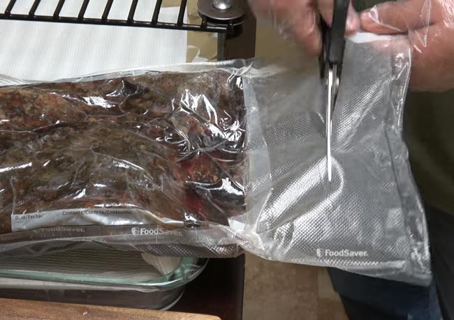 Opening-Sous-Vide-Vaccum-Sealed-Bags